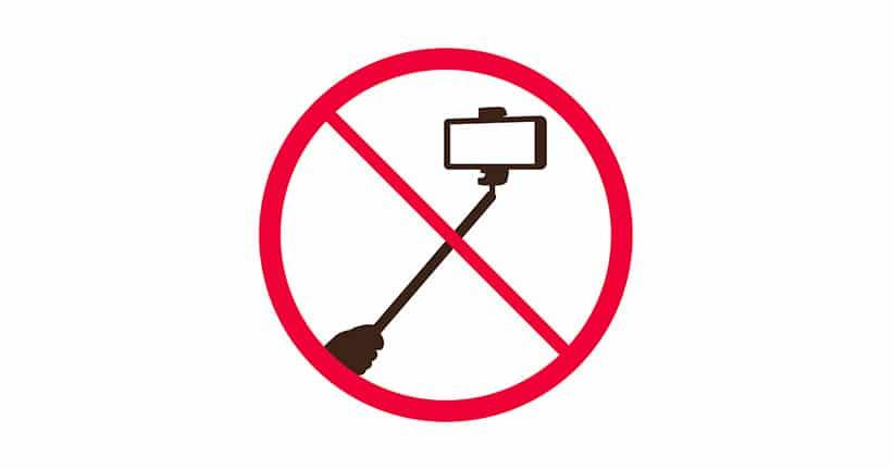 Selfie-Sticks an vielen Orten verboten