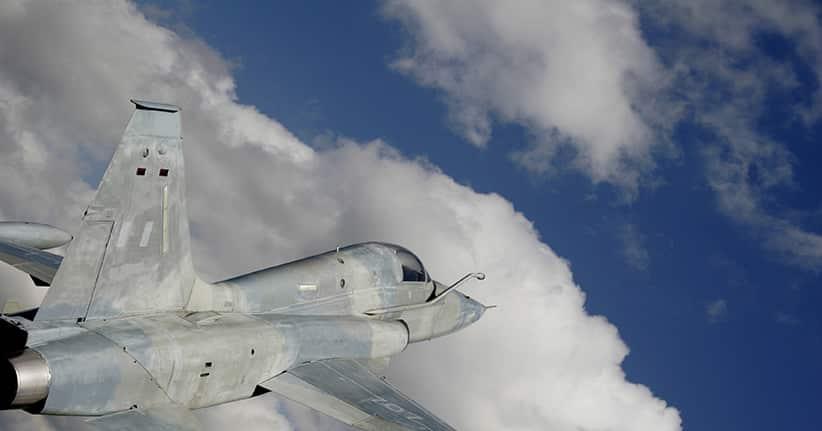 Randale an Bord – Kampfjets als Eskorte